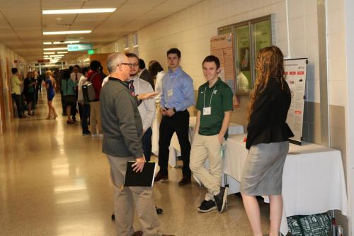 Freshmen Engineering students discuss their projects with visitors